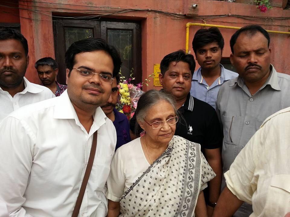 दिल्ली को विश्व स्तरीय बनाने में late श्रीमती शीला दीक्षित जी का बहुत बड़ा योगदान है, दिल्ली को आगे बढ़ाया, विकसित किया। लेकिन आज के समय मे @ArvindKejriwal जी ने दिल्ली को वही ज़ीरो पर लाकर खड़ा कर दिया है। कोरोना महामारी से लडने को भी पैसा नही है दिल्ली सरकार पर। @LambaAlka @ANIpic.twitter.com/JYi1eh1pfI