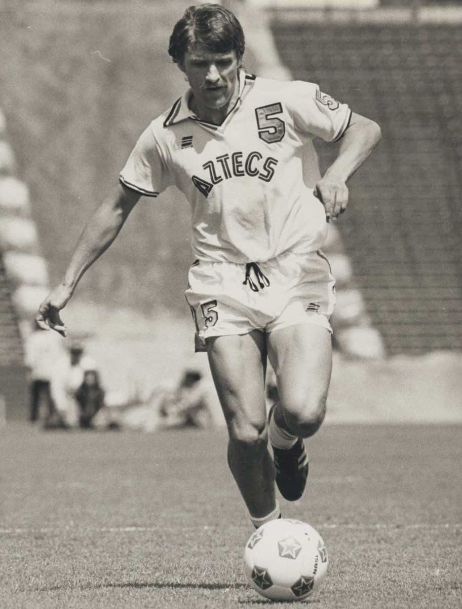"Football Memories on Twitter: ""Charlie Cooke in action for Los ..."
