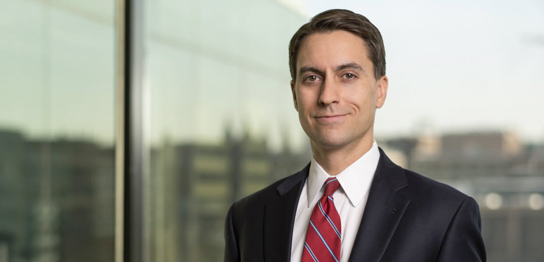 Bradley attorney Aron Beezley was recently appointed to @Law360's 2020 Government Contracts Editorial Advisory Board. Aron looks forward to sharing his expert insight into the #governmentcontracts sector.  #lawandlegislation #legalnews  Learn more http://ow.ly/LmSX50zab0l pic.twitter.com/TnLqmYEZ8u