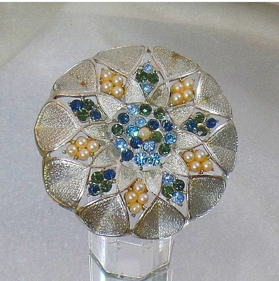 Silver Rhinestone Brooch. Blue and Green Rhinestone and Pearl Brooch.  Silver Rhinestone and Pearl Pin. waalaa. #vintage #antique #shopping #jewelry #jewellery #gifts #wedding #etsy