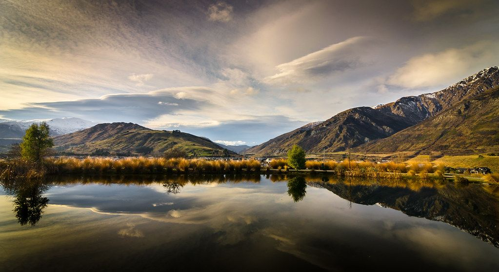 Sunset reflections, Queenstown, New Zealand https://buff.ly/34kKzJH  #photography #landscape pic.twitter.com/oOSdM5XPJ2