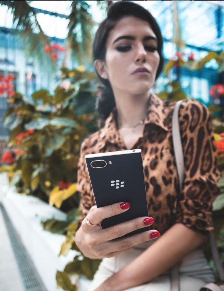 With the BlackBerry Key2, every angle is a good angle. http://ow.ly/6FXt50z9zSL  #blackberry #blackberrykey2 #blackberryinsta #blackberrymobile #leopardprint #key2 #fashionphotography #blogger #bloggerstylepic.twitter.com/YybXwwovob