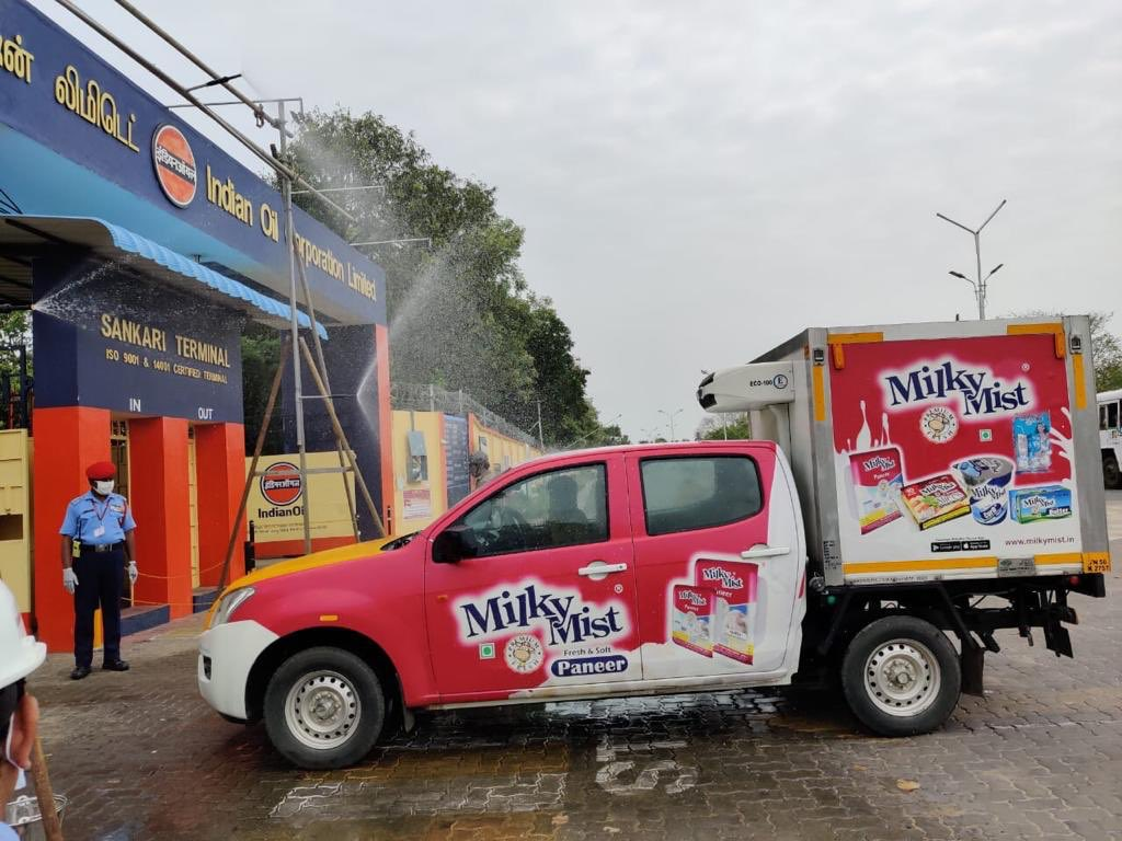 Our customer Milky Mist, impressed with our efforts to provide fuel during these trying times, have sent 300 packets to buttermilk to Sankari Terminal, for the Tank Truck drivers & daily wagers. We thank them for this unique gesture. Every little help counts as #IndiaFightsCorona pic.twitter.com/T9HehuWROq