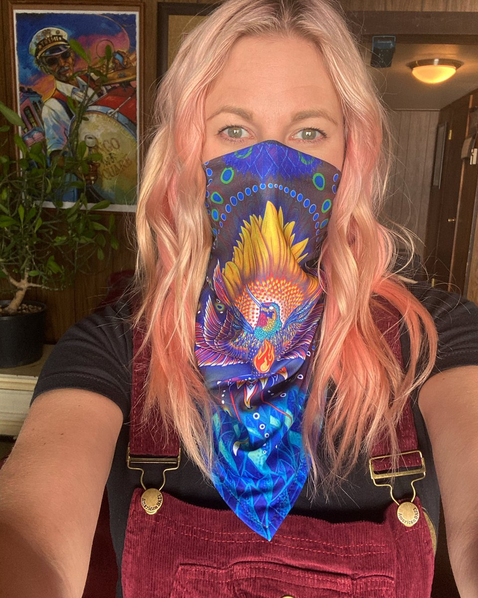 Festival wear without any festival in sight. Think about others when you walk out the door folks. #quarantinebutmakeitfashion #notmadaboutit #sonicbloom #jennafromwi https://t.co/mkXmml8o9X