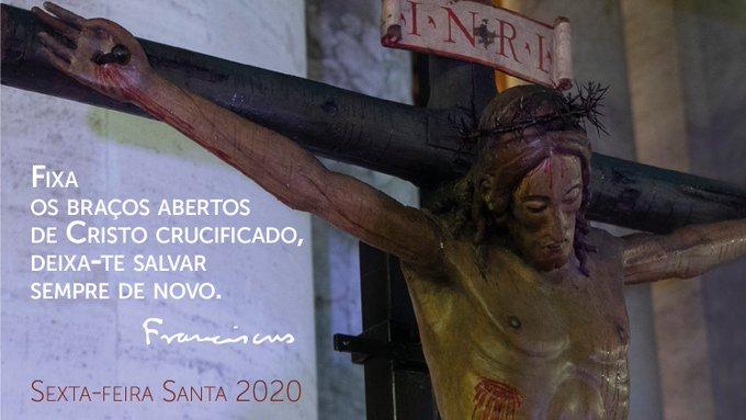 Fixa os braços abertos de Cristo crucificado, deixa-te salvar sempre de novo. #RezemosJuntos #Sexta-feiraSanta