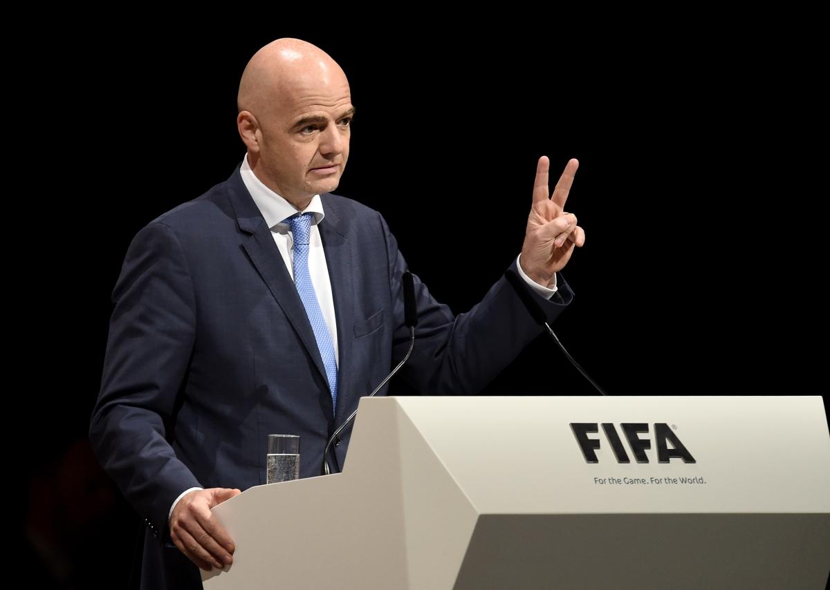 FIFA cảnh báo các quốc gia muốn đá bóng trở lại