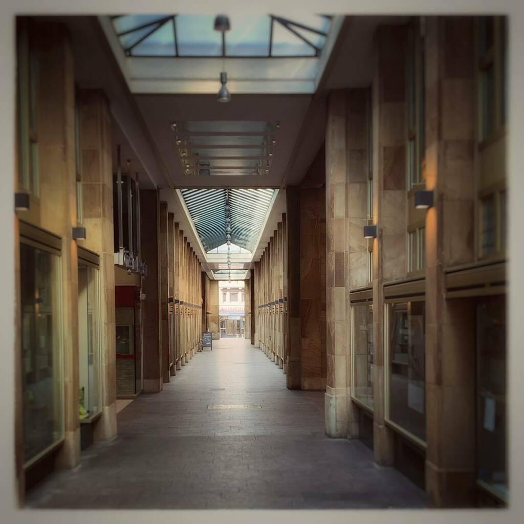 Totally empty. On a Friday Afternoon. Totally strange... #stuttgart #friday #fckthevirus https://instagr.am/p/B-xOPbLHfxcmdgRRp30ClLbSacu5Uqk_eHOnqc0/…pic.twitter.com/SClprE3LaW