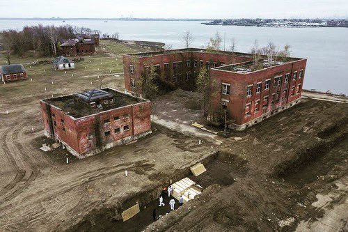 Hart Island becomes the place where bodies are stored after not being claimed in hospitals overrun by deaths from the Coronavirus (COVID-19). These burials usually happen only once a week but are taking place daily now. https://t.co/PmHdRb6wsk https://t.co/wqZxeVX2EL