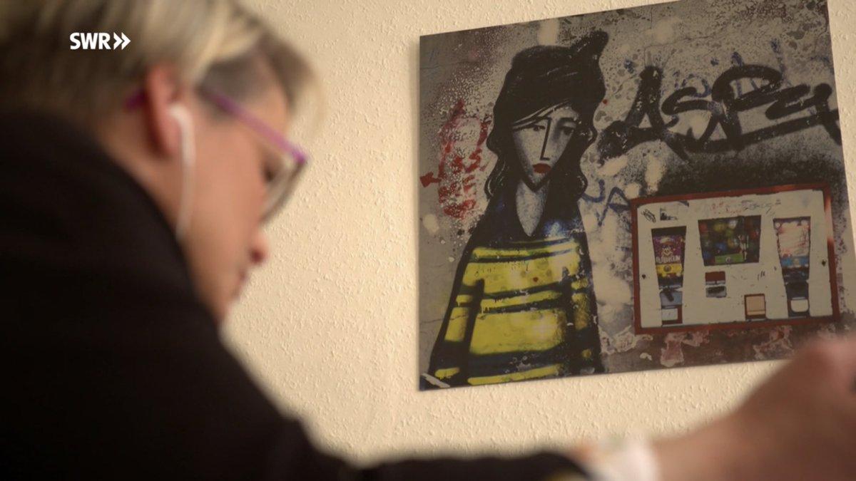 im bericht des SWR heute aus meiner praxis kleine hommage an die #neustadt #mainz #traurigesMädchen #maria pic.twitter.com/921NdyDE1q