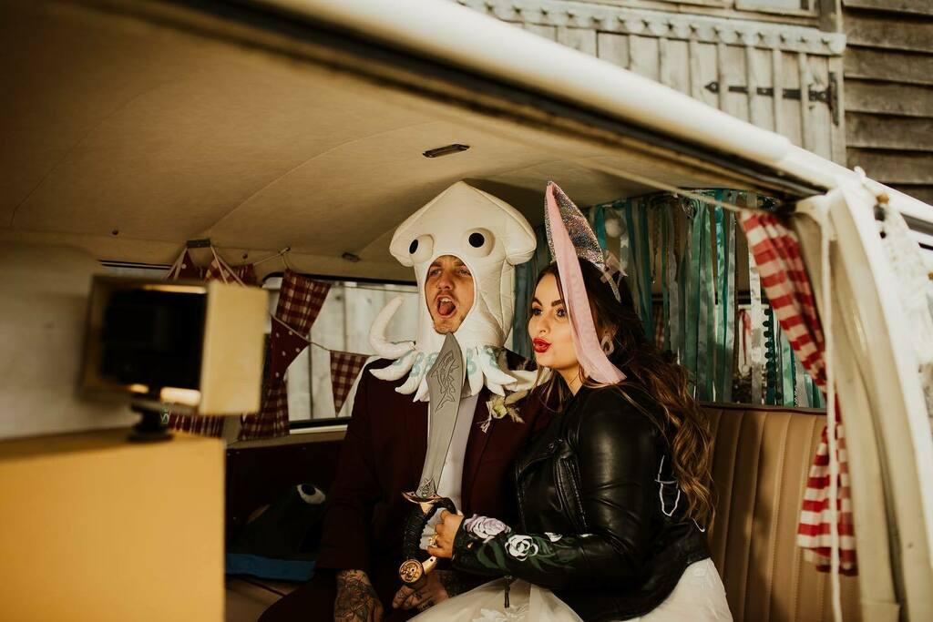 Loving this picture of our campervan photobooth in action, following an incredible, bohemian wedding shoot at @theyoghurtrooms . This was just before the current restrictions came about. Huge Kudos to collaborators:  Buddy, Curator, stylist and props: @o… https://instagr.am/p/B-xTzgehMh3/pic.twitter.com/Em9yov22ab
