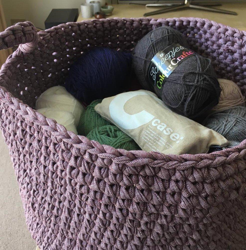 Big basket of fun 😋⠀ .⠀ .⠀ .⠀ .⠀ 📸@njipcreations . . Find your pattern here:  .⠀ .⠀ .⠀ #foxyyarnco #tshirtyarn #accessories #knitting #handmade #yarn #knit #yarnaddict #crocheting #crochetaddict #knittingaddict