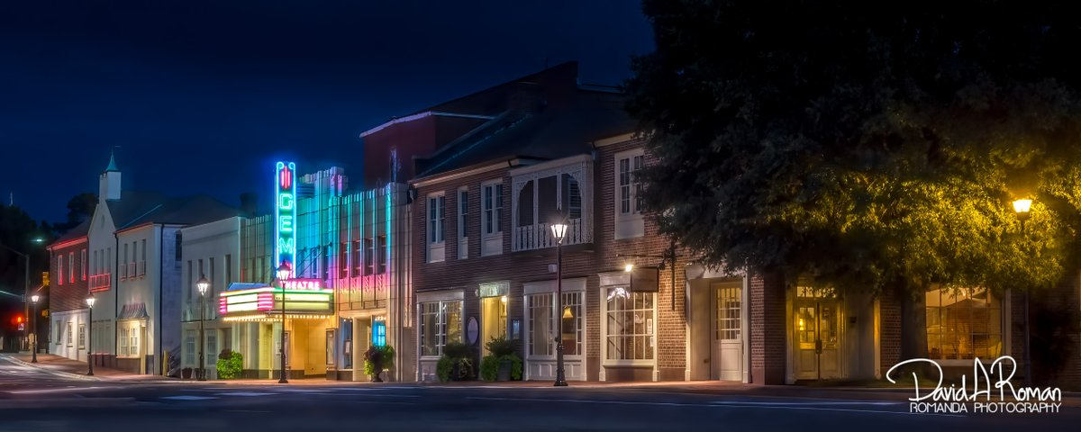 One of my all time favorite shots of @gemtheatre in @Kannapolis  Taken a few years back.  @rowan_county_wx @VisitCabarrus  @VisitRowanNC  @Kcannonballers  #smalltowns #artdeco #theater #longexposure pic.twitter.com/8K4Pd0NfNo