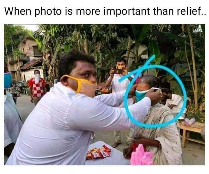 When photo is more important than relief..@PMOIndia pic.twitter.com/g3YRmgAAeX