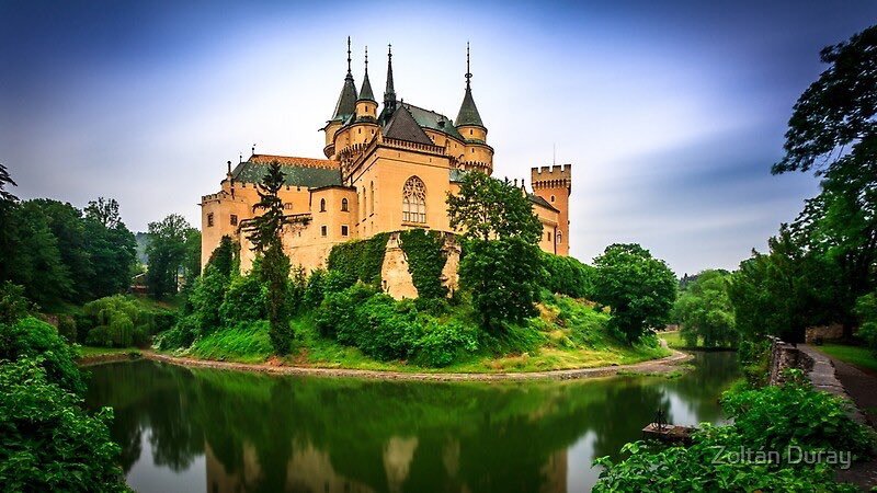 📍Bojnice, Slovakia  Fun fact: Its first owner was Matthew III Csák, who received it in 1302 from the King Ladislaus V of Hungary.  #travel #hacktravel #travelhack #explore #castle #medieval #slovakia #bojnice #trips #vacation