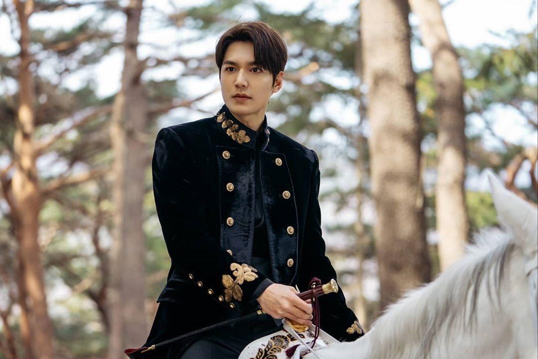 """เม้าท์มอยเกาหลี on Twitter: """"รอดูฉากนี้ๆๆ องค์ชายขี่ม้าขาวที่แท้ ..."""