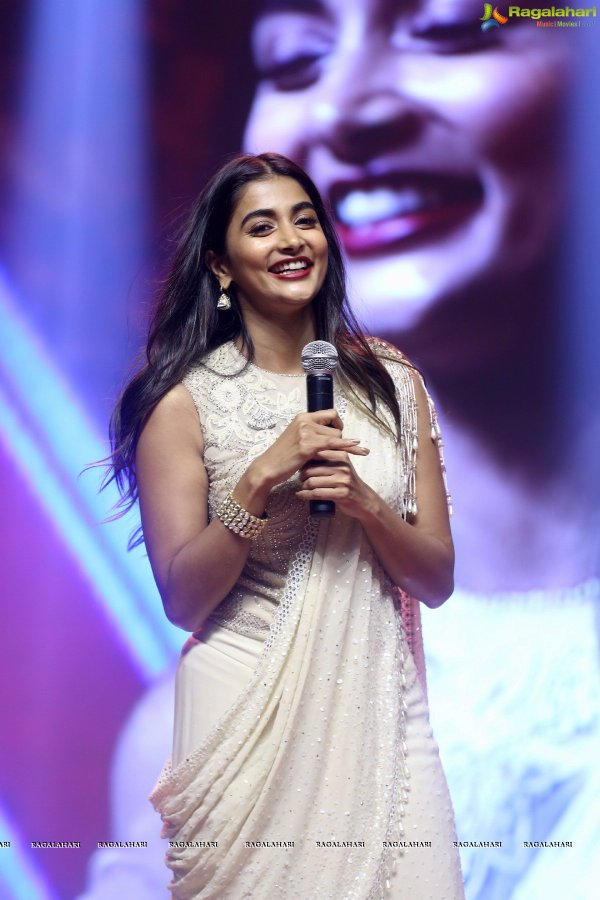 Start your day with pleasant Smile  Beautiful @hegdepooja #PoojaHegde #PoojaHearts #WithLovePoojapic.twitter.com/2JWFx9coC3