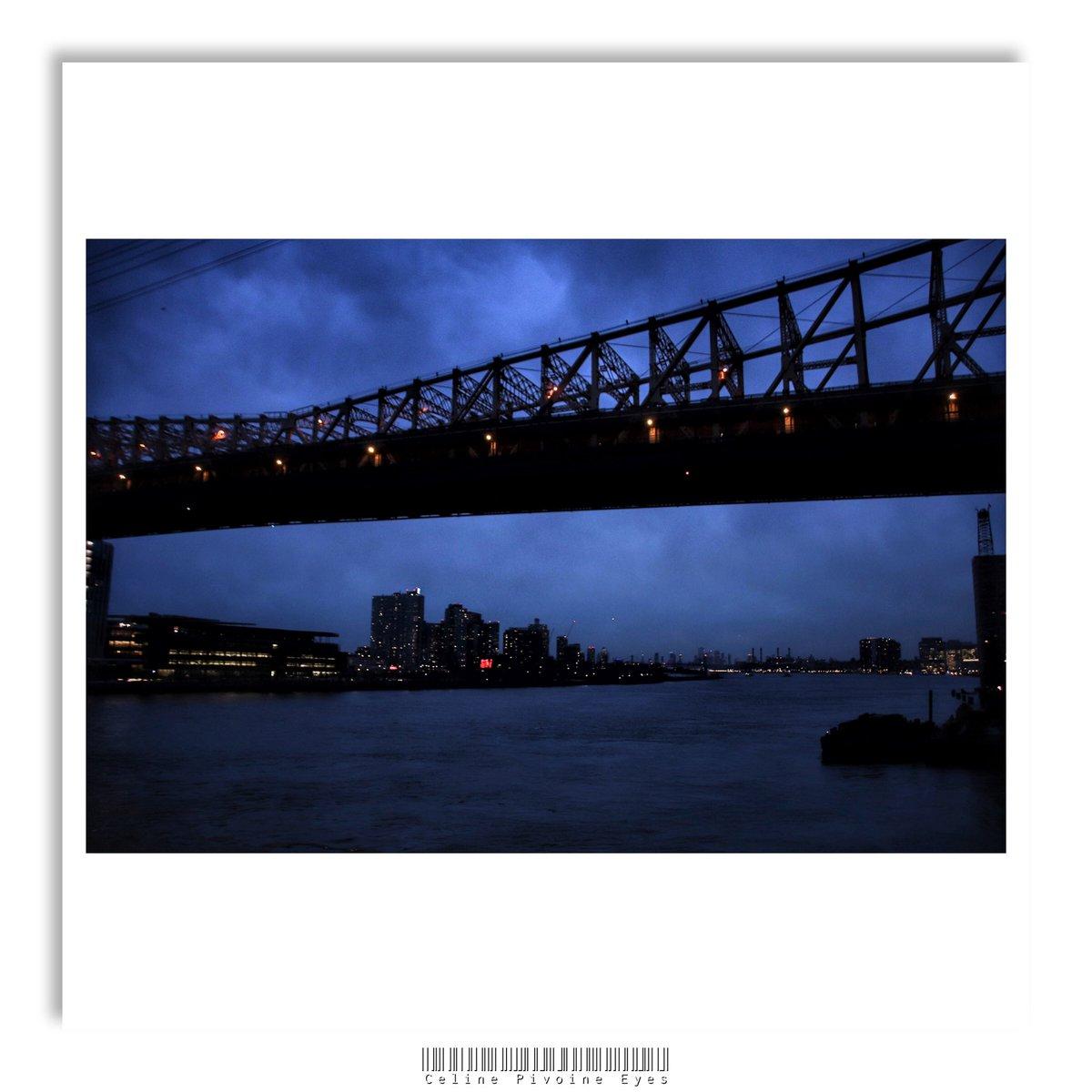 Vue de ponts à la tombée du jour in NYC . . . #newyork #newyorkcity #NYC #city #ville #voyage #paysageurbain #bigapple #icapture_nyc #newyorknewyork #nycityworld #streetsofnewyork #unlimited_newyork #photo #photographer #photographe #urbain #artmajeur #etudiantip #pont #sunsetpic.twitter.com/afn9ITkSex