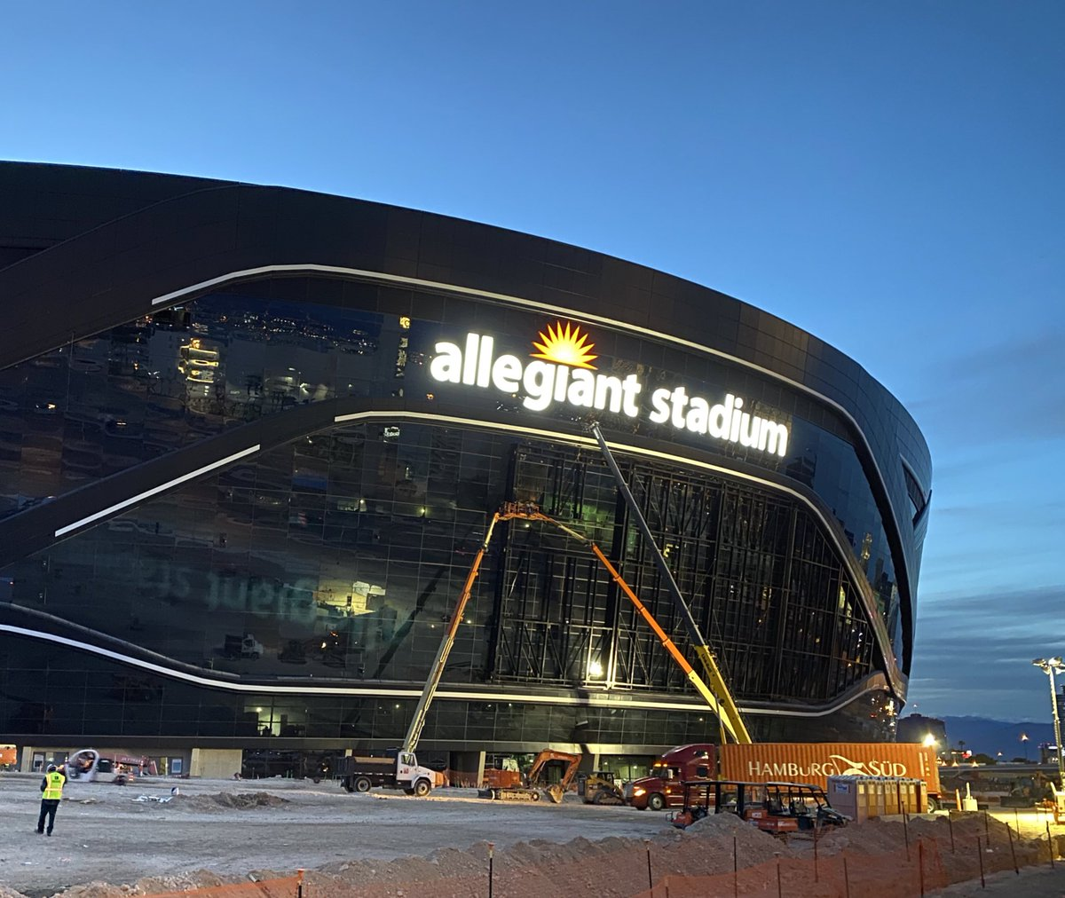 Crews testing the lights on 2 of the Allegiant Stadium signs installed on the $2 billion, 65,000 seat stadium. #vegas #raiders #stadiumpic.twitter.com/nY8n95nt3w