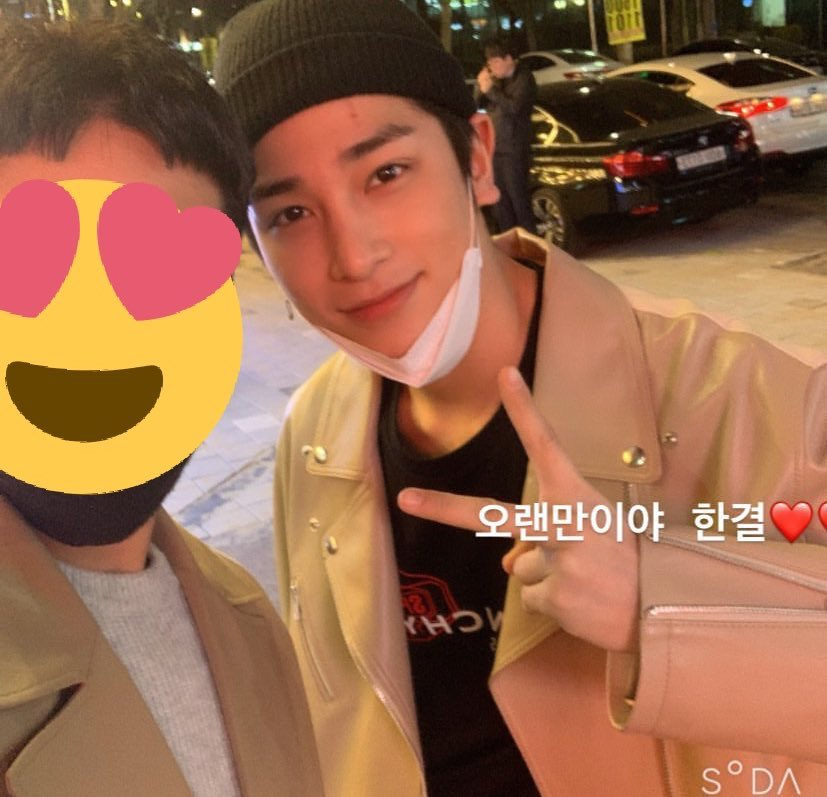 """Last night Hangyul was hanging out with his friends in Rodeo Street, Guwol-Dong, Incheon.   Both of his friends said """"Hangyul ah, Long time no see"""". he spent his free time with his old friends in Incheon, and as usual he looks so damn fine with beanie pic.twitter.com/x2Xh24bims"""