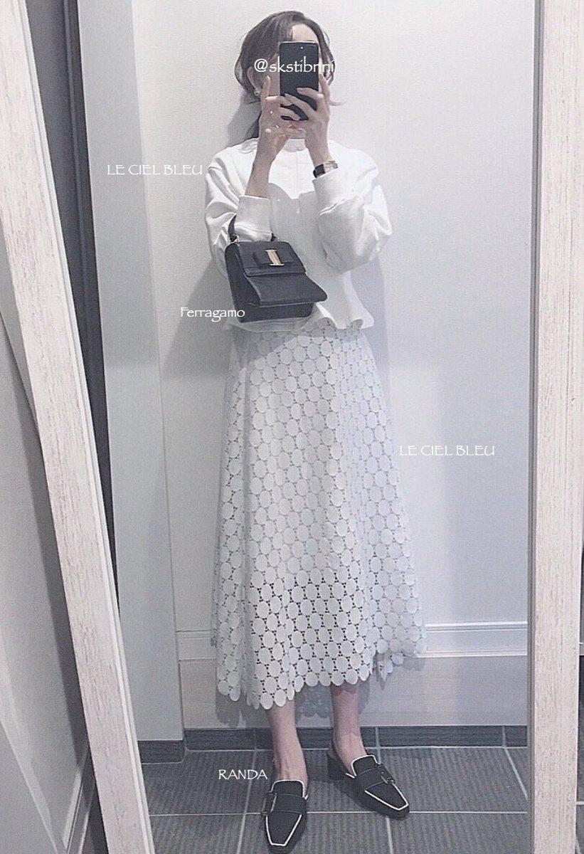 可愛い春服たくさん買ったのにこれらを着てお出かけ出来ないのがとても悲しいのでコーデ写真撮ってフォロワーさんに見てもらお...こちらは上下共に大好きなLE CIEL BLEUのお洋服。今季は珍しく白や明るめのカラーを多めに買い足しました🤍靴はGISELeに載っていて一目惚れして即買いしたもの。