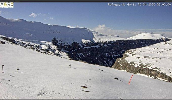 Buenos días. Hoy además de capturas de #Respomuso y #Bachimaña añado las de Goriz y de Cap de Llausset. Mañana soleada aunque por la tarde volverán a producirse  algunas ⚡ en general débiles. Ayer destaca Lizara con 20mm. Ambiente suave.