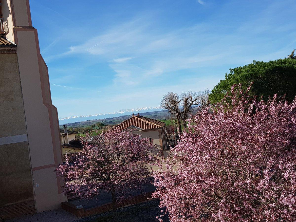 #lavuedepuismonconfinement La vue sur les Pyrénées https://t.co/Ah2tR6jmwt