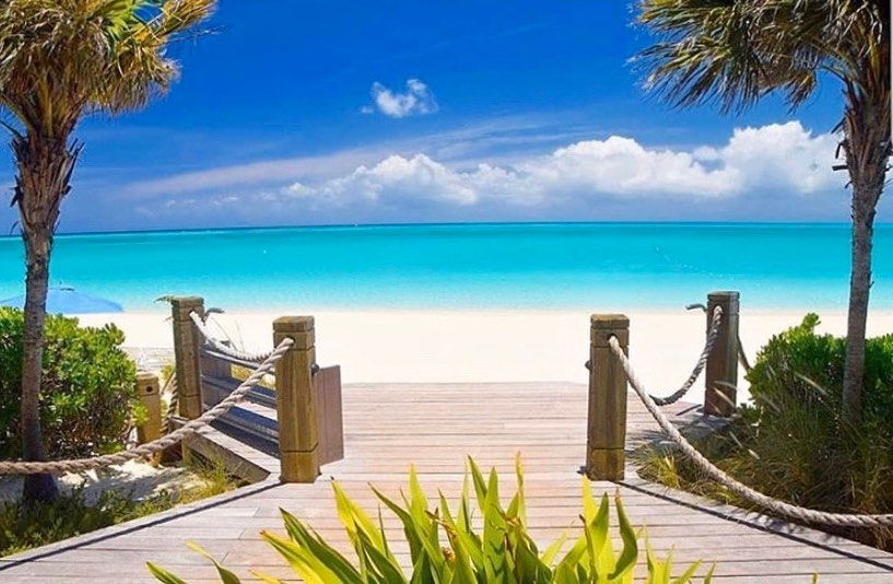 Serenity is found between the sky and the sand💙 📸@villa_renaissance_turks_caicos #TurksAndCaicos #TCI #SisterIslands #BeautifulByNature #WhyILoveTCI #StaySafe
