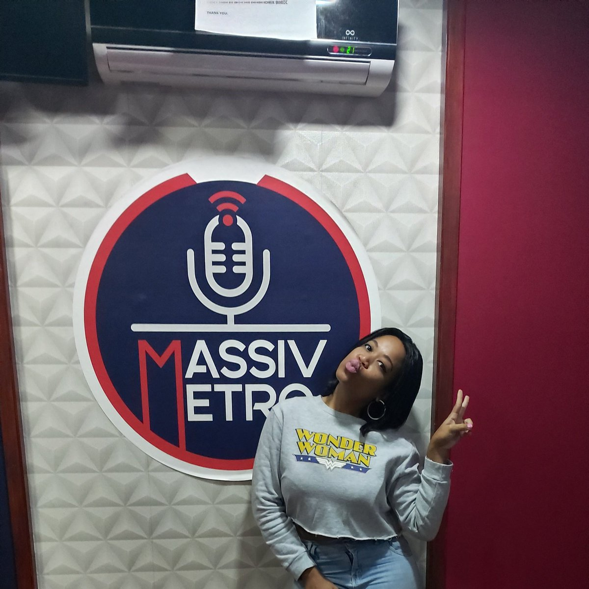 #TheElementTop20 | #TheElement   She's herrrrrre!!! Let's countdown 20 of your favourite Hip Hop joints from now until 3PM on .@MassivMetro with .@QueenAzizzar.   Listen Live: http://ndstream.net/massivmetro/live/…  #ForTheLoveOfHipHoppic.twitter.com/YZUtrhqB5P
