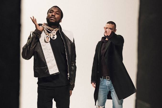 #TheElementTop20 | #TheElement   Coming through at no.18 - moving down from no.12 - on the chart with .@QueenAzizzar on .@MassivMetro is .@MeekMill ft. .@jtimberlake with Believe #ForTheLoveOfHipHoppic.twitter.com/4yoFMaYQ9C