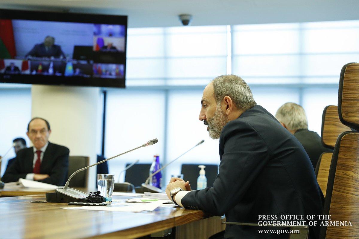 .@NikolPashinyan принял участие в видеоконференции Евразийского межправительственного совета. «Я убежден, что мы должны координировать наши усилия в борьбе с пандемией и воспользоваться появляющимися в посткризисный период экономическими возможностями», - отметил премьер-министр. https://t.co/tNIy2g00Qx
