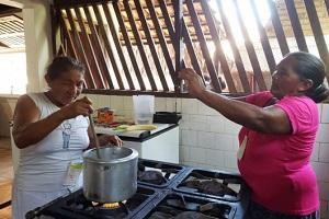 Projeto registra receitas indígenas de parteiras da Amazônia http://tinyurl.com/rx2fnedpic.twitter.com/NbWigRHFLY