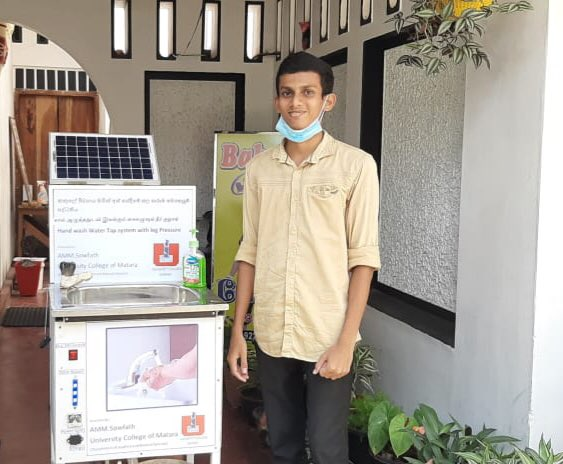 Abdul Majeed Mohammed Soubad from #Sainthamaruthu, Ampara has created a tank (Hand Wash 🧼 water) that can safely and efficiently spread #coronavirus 🦠.  This machine can be used with solar power system.#COVIDー19 #COVID19SL  #வீட்டில்இரு #StayHome #SafneeAhamed https://t.co/smS8xI6jdE