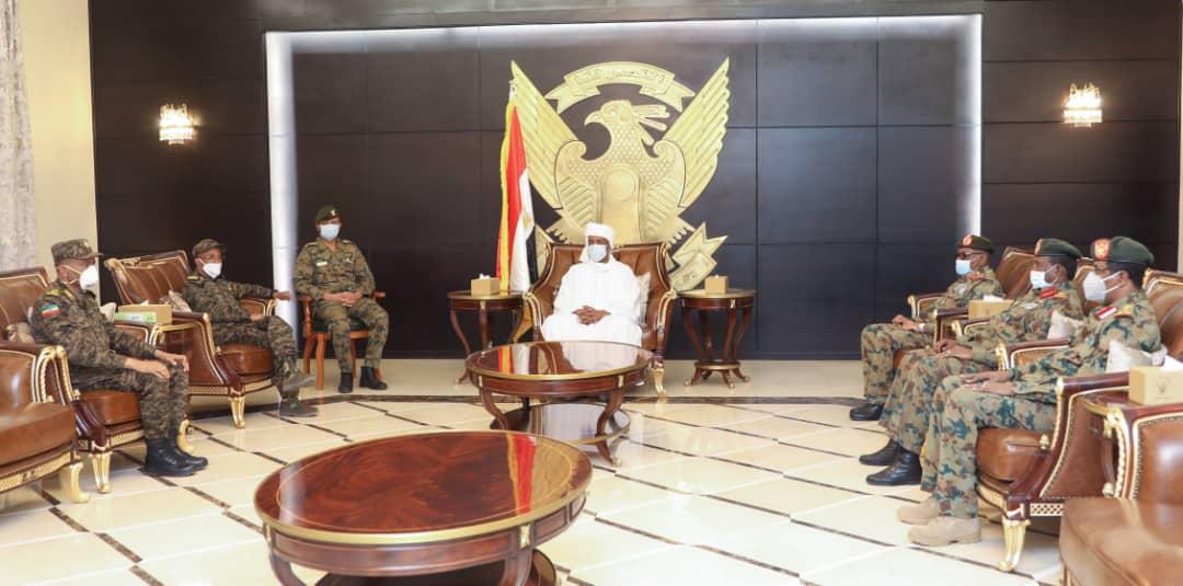 عبد الفتاح البرهان يلتقي وفدا عسكريا إثيوبيا برئاسة رئيس هيئة القوات المشتركة EVQ0umiXYAYH0ym?format=jpg&name=medium