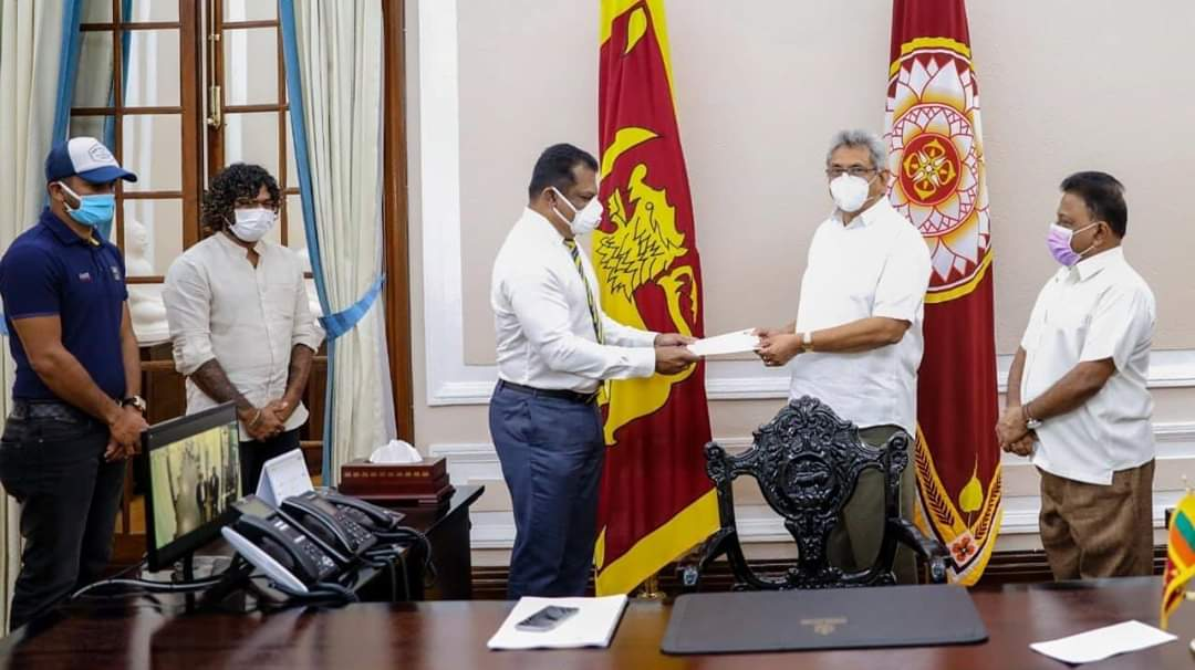 Sri Lanka Cricket today handed over LKR 25 million to the Covid-19 Healthcare and Social Security Fund as announced earlier. #COVID19SL https://t.co/NbpDX4gj23