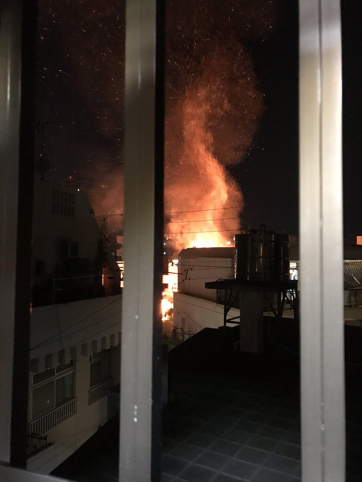 那覇市壺屋で火事が起きている現場の画像