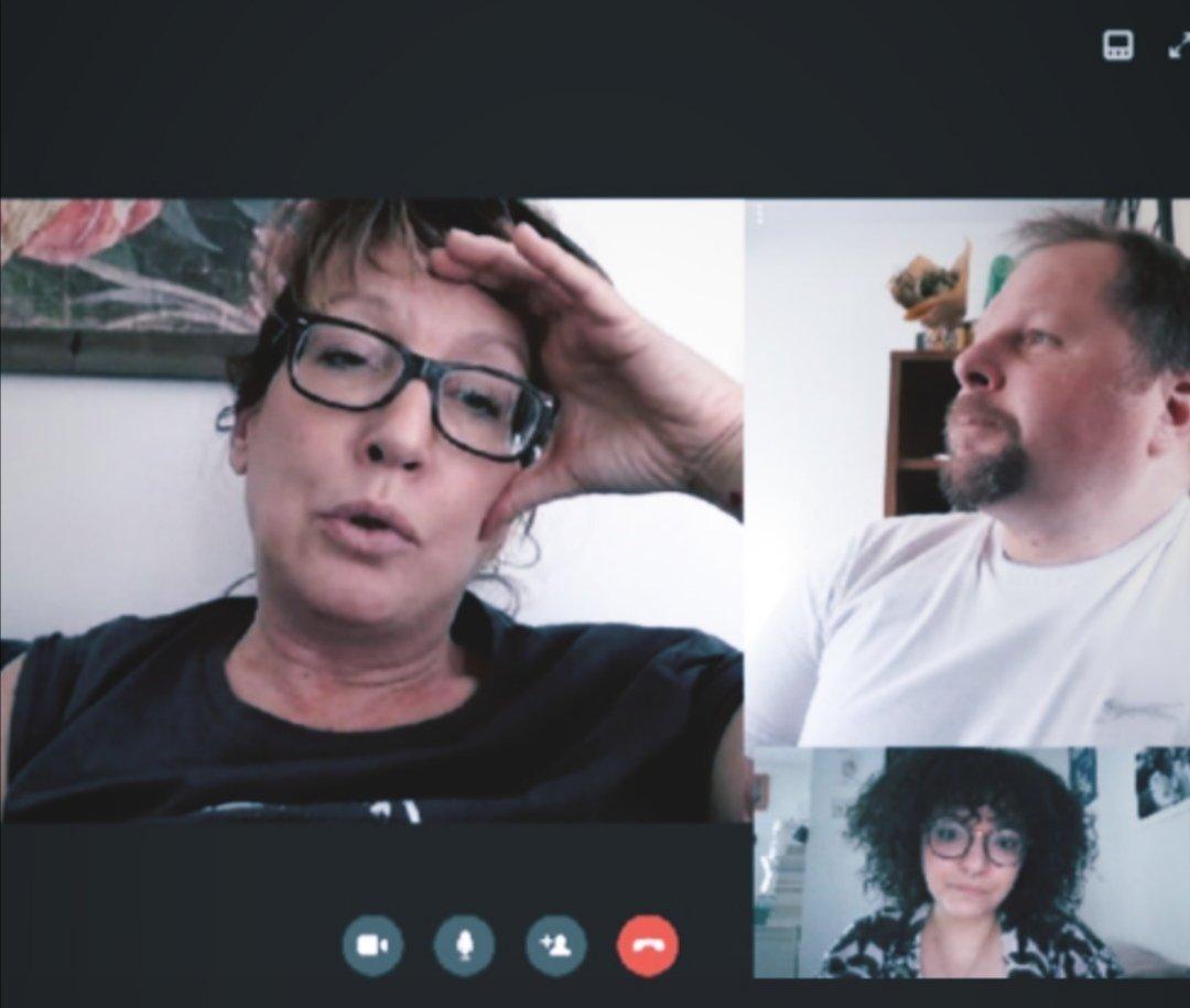 #Confinement, jour 29.  Les visio-apero, c'est dépassé ! Nous on préfère brainstormer. Confinés, mais toujours avec des idées ! 🤓 @Didie_Sandie_H #digital #lagencejuste #COVIDー19 https://t.co/tmGqefeBkU