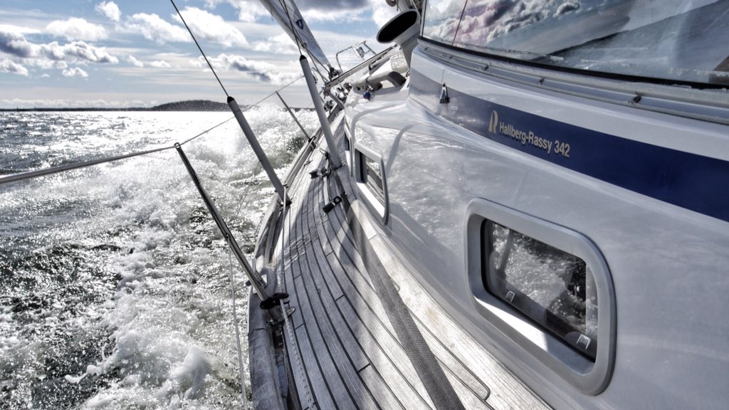 Sunny, windy and cold... #sailing season start at 10/4/2020 ⛵️ #purjehdus #thisisfinland https://t.co/1ju5paSwEk