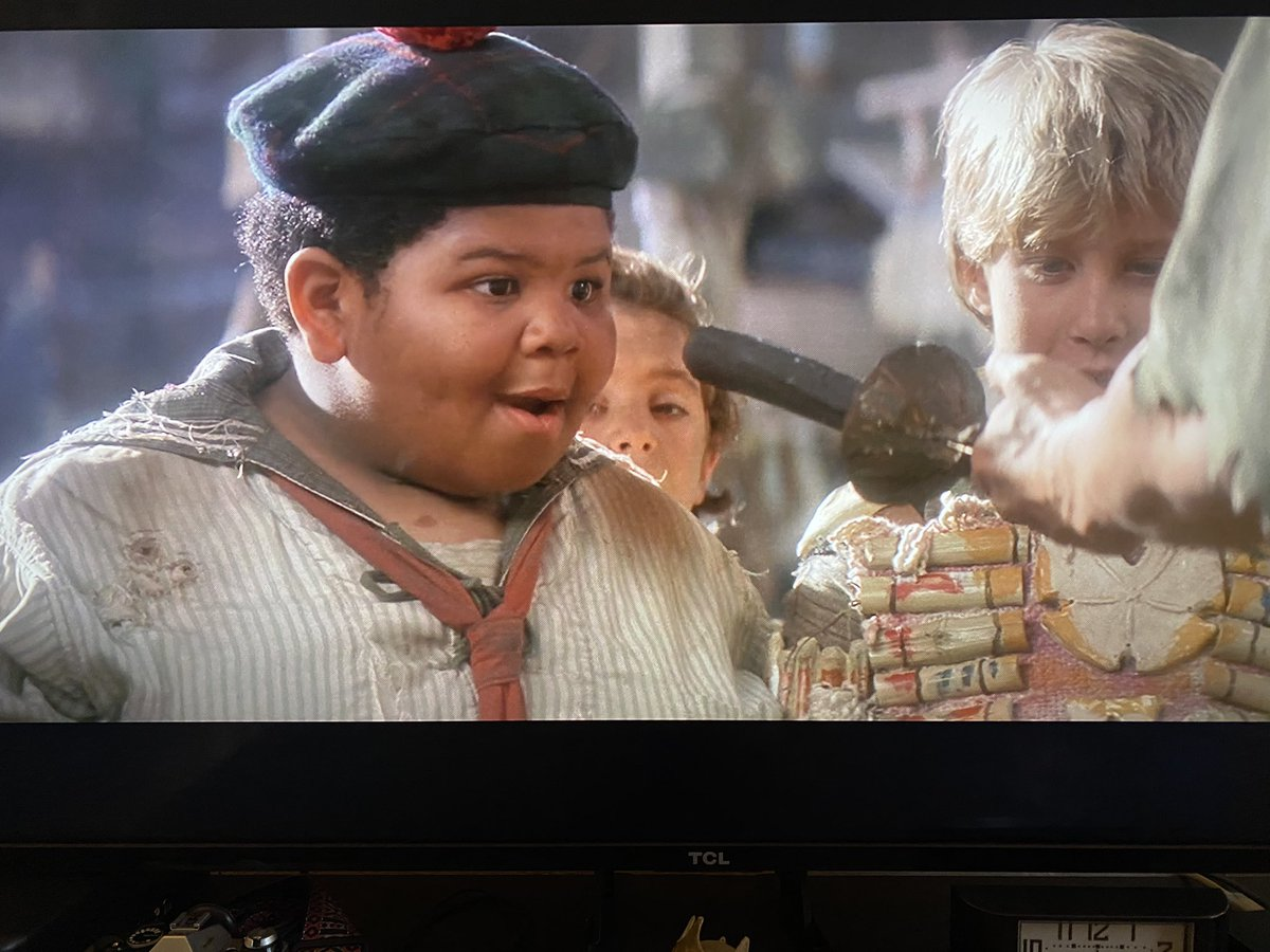 When they shot this scene... none of the #LostBoys knew who Peter was going to give the sword to! @thudbutt #NerdistFromHome #Hookpic.twitter.com/nKfSJ6qaAB