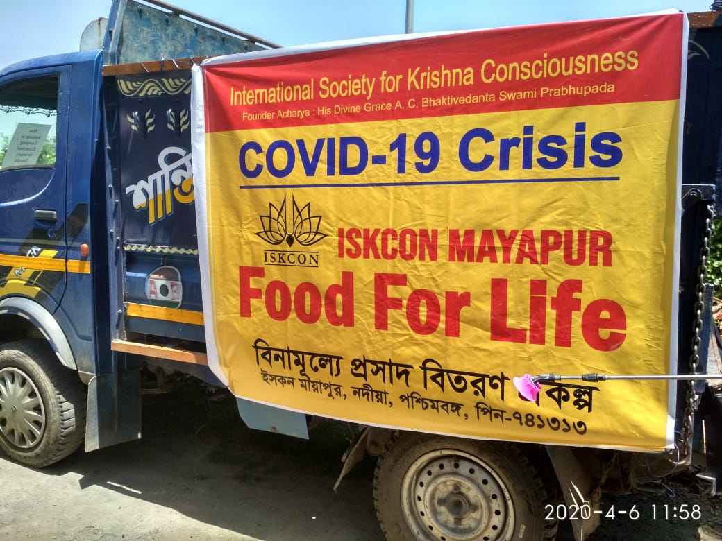 ISKCON Mayapur's Corona Relief Food for Life Program: Distributed 2000 plates of hot nutritious Kichuri prasad to stranded foreigners and villagers in Mayapur. https://t.co/veCjNw3wn0
