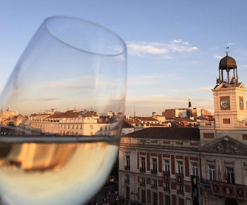 Sentarse en nuestra terraza 😃 Disfrutar de un buen @VinosdeMadridDO de los @MadridCalidad 👌🏼 Disfrutar del paso de la #SemanaSanta ✝️ ante nuestros ojos Volverá, seguro 💪🏼 https://t.co/BNFy6YFLaR
