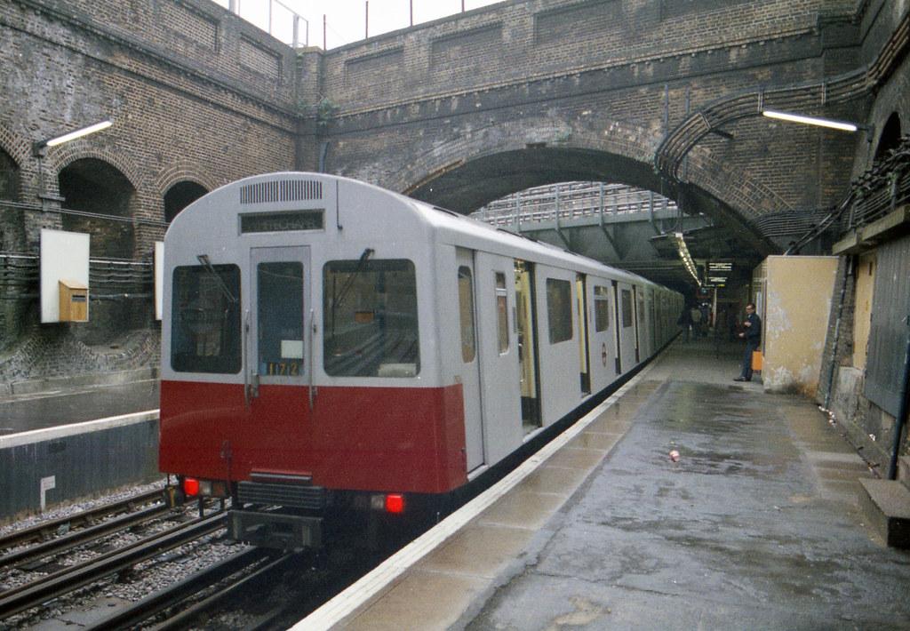EVVABgYXgAIrMmZ - The East London Line: Ten years on...