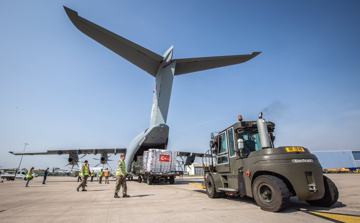 A Turkish Air Force A400M has landed at @RAFBrizeNorton to deliver 250,000 items of PPE equipment for our @NHSuk. Thank you to Turkey, valued friend and ally, for such a vital contribution in the fight against #coronavirus 🇹🇷🇬🇧 #WeAreNATO #InThisTogether https://t.co/Os9uzwOs9G