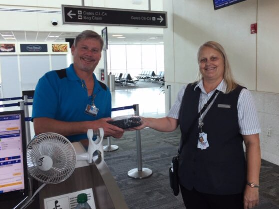 @weareunited #beingunited @LouFarinaccio @Auggiie69 @JMRoitman Team RSW greets and thanks one of our Fort Myers Metro area First responders to the New York area to assist with the epidemic situation.