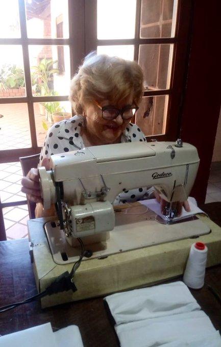Esta es mi abuela Lila, con 93 años hace barbijos caseros para la familia #cuidalos ❤️#quedateencasa