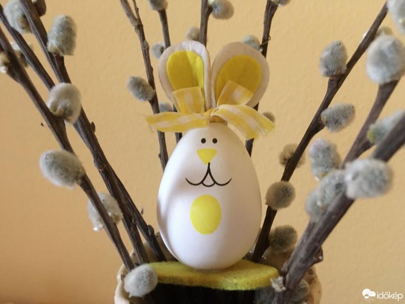 Békés, boldog húsvéti ünnepeket kívánunk minden kedves olvasónknak! 🥚  Fotók: Lintilanti, Lepsényi Katalin Anna