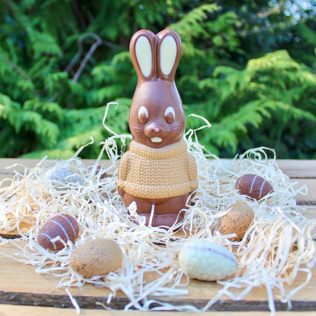 Bon dimanche de Pâques et bonne chasse aux œufs 🐰 Bisous chocolatés 😘 @MaisonDuQuernon #joyeusespaques #HappyEaster #chocolat #angers #stayhome https://t.co/1kSTB7Bf8y