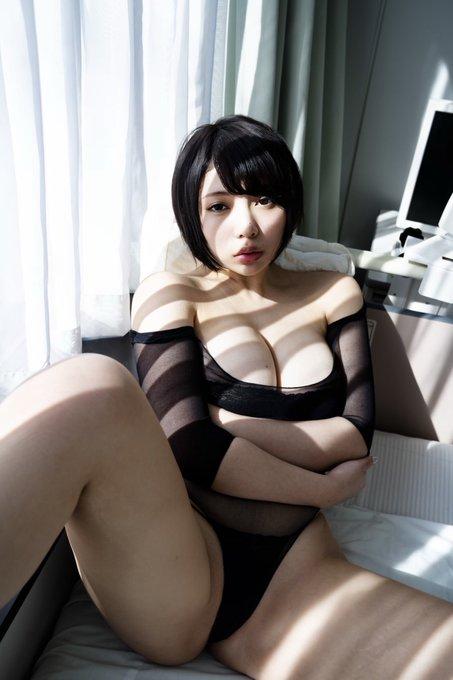 グラビアアイドル安位薫のTwitter自撮りエロ画像9