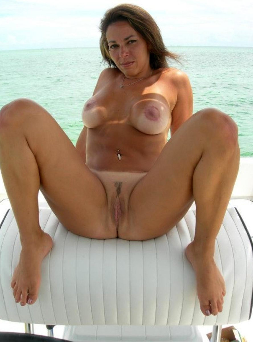 Naked wife anilos