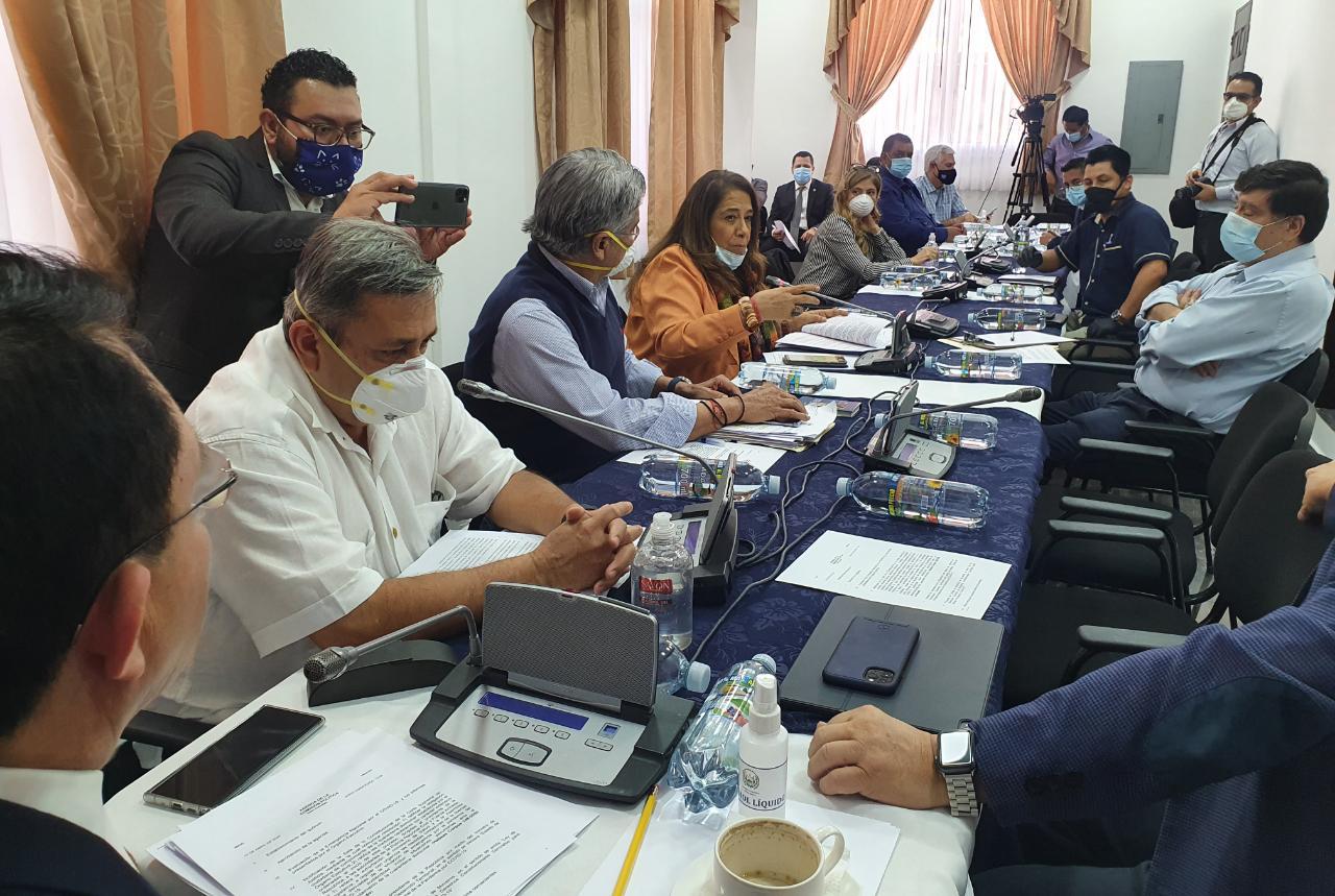 Mario Ponce convoca a diputados a reunirse con funcionarios del Ejecutivo