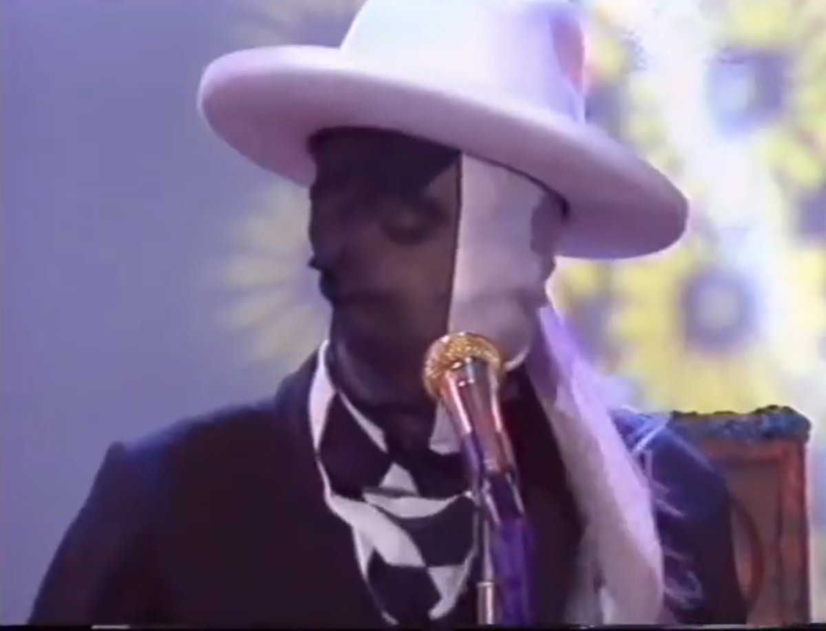 Prince was a visionary in so many ways. Also when it comes to headgear. This is what he wore that day. #timstwitterlisteningparty https://t.co/qsyYPNv9c3